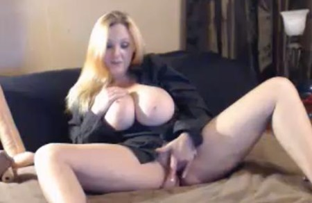 Watch MILF Babes Masturbate For Free With My MILF Cams